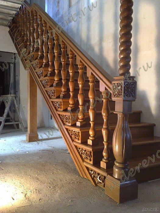 Деревянная лестница ручной работы